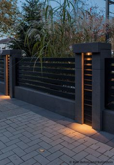 House Fence Design, Front Wall Design, Modern Fence Design, Modern Exterior House Designs, Modern House Design, Exterior Design, Modern Zen House, Driveway Design, Backyard Patio Designs