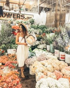 Flowers and Gardening. Helpful Organic Gardening Information, Advice, And Tips. Tending to an organic garden can be a highly rewarding and calming activity that anyone can participate in. Flower Aesthetic, Flower Market, Flower Shops, My Flower, Planting Flowers, Flowers Garden, Organic Gardening, Outdoor Gardens, Beautiful Flowers