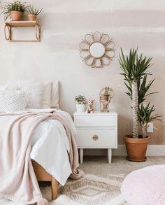 Airy Bedroom, Bedroom Green, Room Ideas Bedroom, Home Decor Bedroom, Boho Teen Bedroom, Pink Bedroom Walls, Serene Bedroom, Light Pink Rooms, Light Pink Walls