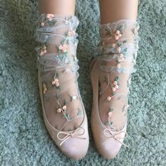 """These dainty socks are the perfect lady-like touch to your """"Sweet Lolita"""" kawaii wardrobe. Floral Socks, Lace Socks, Mesh Socks, Floral Lace, Fashion Socks, Fashion Outfits, Fasion, Ankle High Socks, Lolita"""