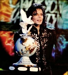 Michael Jackson - Family Honors (1994) | Curiosities and Facts about Michael Jackson ღ by ⊰@carlamartinsmj⊱