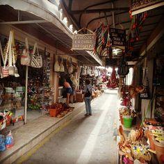 Feira de Caruaru em Pernambuco. Lá você encontra de tudo!!! http://ift.tt/1jTDnfd #mundoafora #dedmundoafora #mundo #travel #viagem #tour #tur #trip #travelblogger #travelblog #braziliantravelblog #blogdeviagem #rbbviagem #tripadvisor #trippics #instatravel #instagood #wanderlust #worldtravelpics #photooftheday #blogueirorbbv #top #amazing #nordeste #pernambuco #caruaru #feiradecaruaru #mtur
