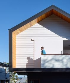 Designed by kahrtel, the Nundah House appears unassuming from the street with its simple, minimalistic forms and contrasting exterior colors. Architecture Office, Residential Architecture, Architecture Details, Interior Exterior, Exterior Colors, Building Design, Building A House, Building Exterior, Weatherboard House