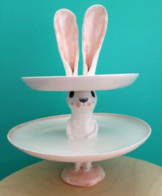 In love with this White Rabbit Cup Cake Stand! SWEET! Nathalie Choux: Plat Lapin
