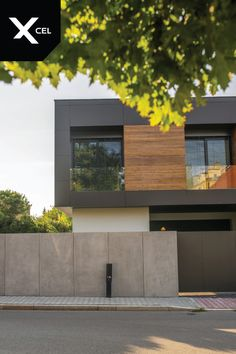 Modern fence by Xcel - architectural concrete walls and Arete Pure gates. - Modern fence by Xcel – architectural concrete walls and Arete Pure gates. The modern … - Fence Wall Design, Modern Fence Design, House Gate Design, Modern House Design, Modern House Facades, Modern Architecture House, Residential Architecture, Architecture Portfolio, Sustainable Architecture