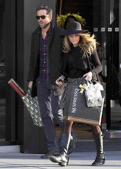 What a helpful guy! Check out Ryan Reynolds, in dapper sunnies of course, carrying shopping bags for his wifey!