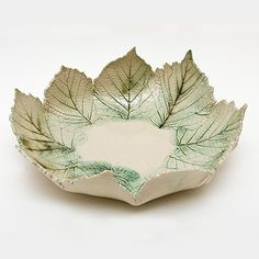 Beautiful and very simple craft bowls made of leaves and clay - best decoration ideas - Beautiful and very simple craft bowls made of leaves and clay - Hand Built Pottery, Slab Pottery, Pottery Bowls, Ceramic Pottery, Pottery Art, Cerámica Ideas, Pottery Courses, Pottery Handbuilding, Pottery Store