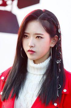 genie behind the scenes [loona] Kpop Girl Groups, Korean Girl Groups, Kpop Girls, Extended Play, Sooyoung, Fandom, My Girl, Cool Girl, Wolf