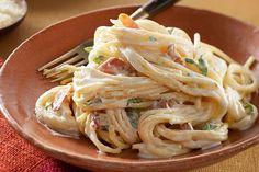Tú y tu familia disfrutarán esta cena de entresemana que no sólo es rápida y fácil, sino que también se prepara con ingredientes a mano en toda despensa.