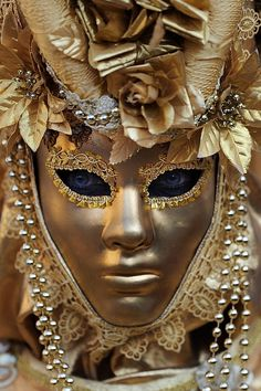everyday a different color, beautiful gifs, soft goth, nature. Venetian Carnival Masks, Carnival Of Venice, Dale Chihuly, Venitian Mask, Costume Venitien, Venice Mask, Cool Masks, Carnival Costumes, Carnival Dress