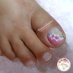 "💐𝓜𝓲𝓵𝓭𝓻𝓮𝓭 𝓔𝓾𝓰𝓮𝓷𝓲𝓸 💐 en Instagram: ""#diseñosdeuñas #uñasdelospies #uñasconflores #flores3d #3D #arteenuñas #nailsart #uñasdecoradas #pedicure #ecuador"" Magic Nails, Feet Nails, Stylish Nails, Opi, Nail Designs, Lily, Nail Art, Shapes, Pedicures"