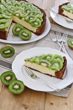 exotic kiwi cheese cake with chocolate topping - Käsekuchen - Avacado Breakfast, Avacado Toast, Kiwi, Baking Recipes, Healthy Recipes, Avocado Recipes, Cheesecake, Baked Strawberries, Halloumi