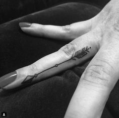 arrow finger tattoo #placement