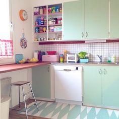 retro,retro kök,klocka,färg,färgglatt,matta,kök,burkar