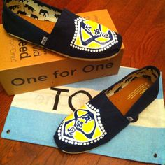 I need these Toms in mylife! Alpha Phi Omega, Alpha Sigma Alpha, Phi Sigma Sigma, Theta, Greek Life, Fraternity, Toms, Espadrilles, Creativity