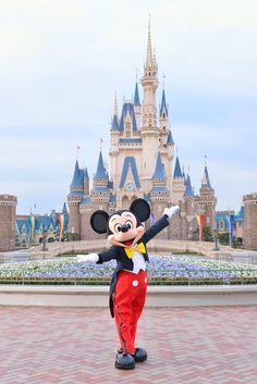 Mickey in front of Cinderella Castle at Tokyo Disneyland