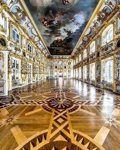 Russian Architecture, Baroque Architecture, Classical Architecture, Beautiful Architecture, Beautiful Buildings, Beautiful Places, St Pétersbourg Rússie, Palais De Buckingham, Peterhof Palace