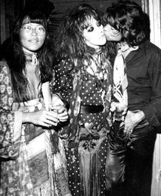 Jenny Kee with Vali Myers & Peter Thompson at the Quicksilver Club, Positano 1970 rock n roll rocker vintage fashion style hair dress scarf polka dots hippy woodstock style Jenny Kee, Gypsy Living, Ink In Water, Paolo Roversi, Twist And Shout, Evolution Of Fashion, Mick Jagger, Glam Rock, Rolling Stones