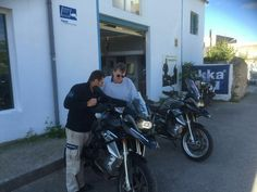 Motorradübergabe bei Mallorquin Bikes.