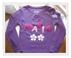 Camiseta con aplicaciones de letras de crochet