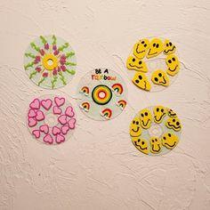 Simple Canvas Paintings, Diy Canvas Art, Cd Wall Art, Wall Collage, Vinyl Record Art, Vinyl Art, Deco Mesh Garland, Cd Diy, Indie Room Decor