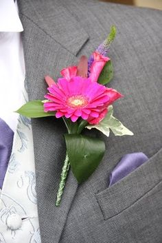 21 Fabulous Boutonniere Ideas that Won't Break the Bank Gerbera Wedding, Daisy Wedding, Corsage Wedding, Wedding Bouquets, Fuschia Wedding, Dream Wedding, Buttonhole Flowers, Groom Buttonholes, Prom Flowers