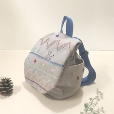 Baby backpack of embroidery - Dottocheck - Baby Gift Sets Baby Gifts To Make, Baby Backpack, Baby Gift Sets, Cotton Linen, Fashion Backpack, Backpacks, Embroidery, Crafts, Bags