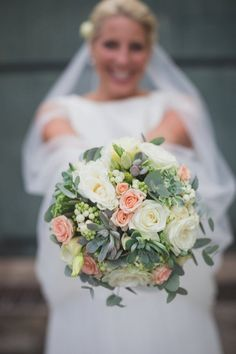 peach and cream bouquet | Image by Doctib Photo