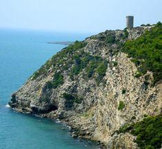 La Sierra de Irta desde el Mar, una excursión inolvidable. 12 km de costa sin edificar, paisajes increíbles, historia, naturaleza en la Reserva Marina del Parque Natural de la Serra d'Irta.  Toda la info en: http://turismodecastellon.com/641446_es