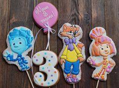 Топперы с любимыми мультгероями для именинного  пирога Машеньки! #прянички_от_танечки #топпердляторта #топперы #деньрождения #торт #торжество #сладкийподарок #пряникиназаказ #ручнаяработа #пряникимосква #пряники #чудопряник