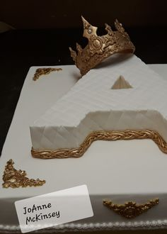 Fit for a queen Gumpaste crown cake by JoAnne McKinsey. Fit for a queen Gumpaste crown cake by JoAnne McKinsey. Birthday Cake Crown, Sweet 16 Birthday Cake, Bithday Cake, Beautiful Birthday Cakes, 21st Birthday Cakes, Surprise Birthday, 17th Birthday, Birthday Ideas, Queens Birthday Cake