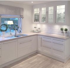 White kitchen Source by janetlwp Kitchen Cabinets Decor, Home Decor Kitchen, New Kitchen, Home Kitchens, Glass Cabinets, Kitchen White, Modern Kitchen Design, Interior Design Kitchen, Open Plan Kitchen Living Room