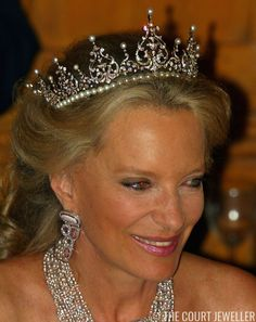 The Kent Pearl Festoon Tiara (Photo: Scott Barbour/Getty Images) Today's tiara comes from the collection of the (arguably) most royal . Royal Queen, Royal Princess, Crown Princess Mary, Princess Diana, Royal Tiaras, Tiaras And Crowns, Poltimore Tiara, Prince Michael Of Kent, St John The Evangelist