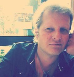 """Dieses Bild postete Jens Büchner während der neuen Folge """"Goodbye Deutschland"""". Wer ist die Frau, die ihn küsst?"""