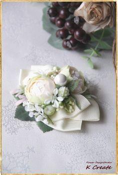 sold-out---Thank You!ヘアスタイルのサイドアレンジにぴったりな、 お花のヘアクリップです。 お花はコロンしたカップ咲きの薔薇を二輪と、 ...|ハンドメイド、手作り、手仕事品の通販・販売・購入ならCreema。