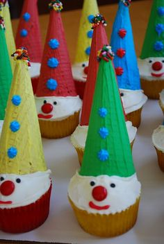 Carnival Clown Cupcakes- Fun for kids  from: ameessavory https://www.facebook.com/media/set/?set=a.326768154109095.77915.291281427657768=3