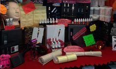 Alcuni dai prodotti che vendiamo, attrezzature per tattoo, per piercing, e per trucco permanente.