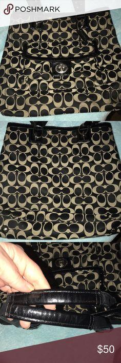 Coach purse💁♀️ Beautiful coach purse❤️ EUC handles are in great shape. Whole purse is🤗 Coach Bags Shoulder Bags