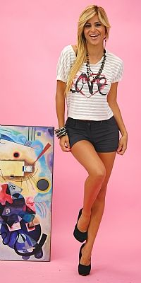 Graphic Love Me Outfit