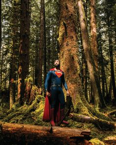 took this picture off the road driving through the Hoh rainforest in Washington. Black Superman, Superman Logo, Val Zod, Superman Cosplay, Superman Movies, Best Cosplay, Awesome Cosplay, Photoshoot Concept, Pop Culture Art
