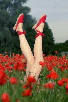 Photo Plonger dans les coquelicots by Sebastien Mallet on Photo Diving in poppies by Sebastien Mallet on Beauty Photography, Creative Photography, Red Poppies, Watercolor Poppies, Kitten Heels, Photoshoot, Legs, Beautiful, Shoes