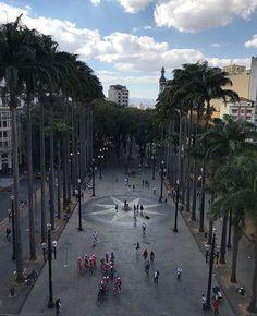 O Marco Zero de São Paulo. A @MACConstrutora é mais São Paulo compartilhe a sua foto de SP através da #aMACéMaisSP  as melhores serão compartilhadas com os devidos créditos no perfil deles.  #saopaulocity #EuVivoSP #marcozero Marco Zero, Wonderful Places, Brazil, Places To Visit, Sidewalk, Street View, Explore, City, Instagram