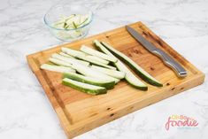 Why not try out this delicous keto zucchini fries recipe! It's very low in carbs and a tasty alternative to potato fries on keto! Fried Zucchini Chips, Low Carb Zucchini Fries, Keto Snacks, Healthy Snacks, Keto Burger, Fries Recipe, Yummy Appetizers, Diet Recipes, Recipes Dinner