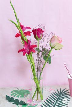 HappyMottoparty Flamingo, Flowers Flamingo Party, Glass Vase, Plants, Garden, Wedding, Home Decor, Beautiful Life, Deko, Nice Asses