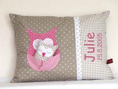 Namenskissen mit Eule und Eulenbaby pink /taupe von Julies Place auf DaWanda.com