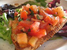 Rebanadas de pan con Tomate, ajo, aceite y albahaca 14 minutos fácil 170 kcal Para 4 personas Ingredientes 2 tomates albahaca 4 rebanada de pan casero 1 dientede ajo orégano sal pimienta 3 cu…