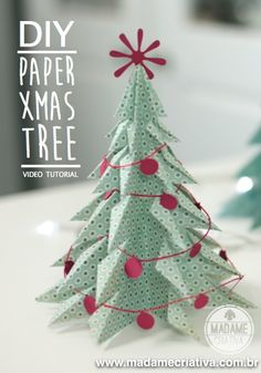 How to make a 3D Xmas tree using paper - 1minute Video tutorial (not in english but it's easy to follow) Como fazer uma árvore de Natal com papel dobrado - Papel de scrapboking - Passo a Passo em video de menos de 2 minutos!
