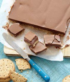 Kan du holde fingrene fra denne kage - se opskriften her Baking Recipes, Cake Recipes, Dessert Recipes, Sweets Cake, Cupcake Cakes, Food Cakes, Delicious Desserts, Yummy Food, Danish Food