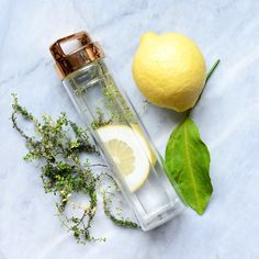 Lemon Thyme Lemon Mix and Enjoy! Infused Water Recipes, Infused Water Bottle, Infused Waters, Green Tea Lemon, Healthy Foods To Make, Fruit Benefits, Fruit Photography, Beauty Box, Detox Drinks