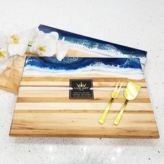 Beautiful Ocean boards are a great and unique gift idea ❤ . Diy Resin Art, Resin Crafts, Acrylic Resin, Acrylic Pouring, Resin Artwork, Resin Paintings, Cheese Art, Deco, Beautiful Ocean